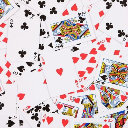 誰がトランプカードに描かれている?
